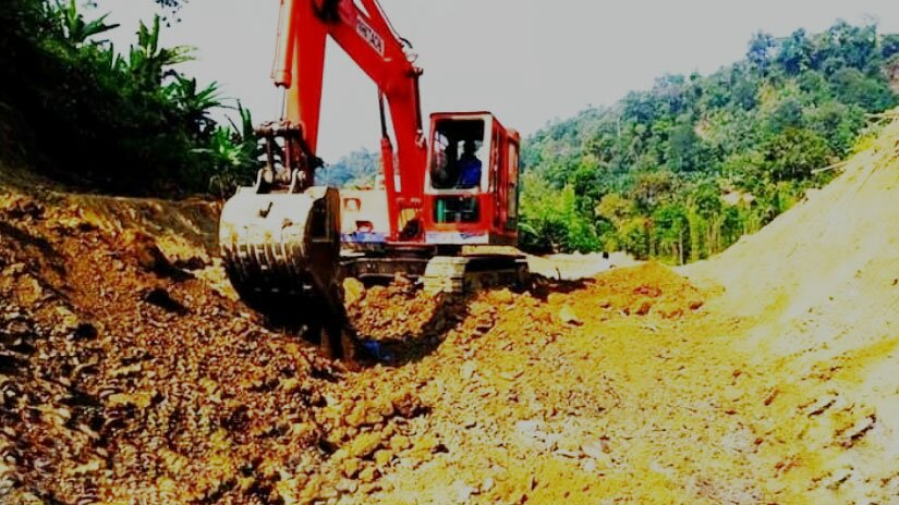 Construction of alternate roads collapsed in the hills: The fourty seven family has not received compensation even today.